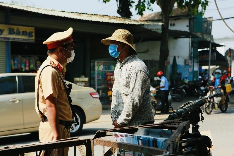 Xe Lôi Tự Chế Thô Sơ Bị Cấm Trong Luật Giao Thông đường Bộ Tại Việt Nam